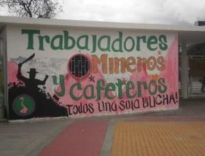 """""""Bergarbeiter und Kaffeebauern – ein gemeinsamer Kampf"""" - Gemälde auf dem Campus der Universität Nacional in Bogotá im Februar 2013"""